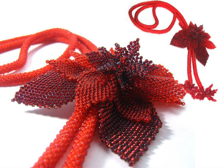 Плетение из бисера пуансетия.