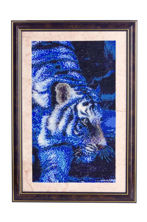 """нра.  253. фрагмент картины вышитой бисером по авторской схеме  """" Тигр в воде """" ."""
