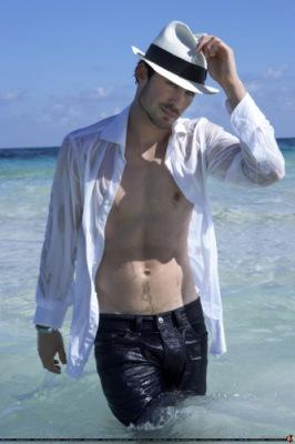 Йен в 20-ке самых сексуальных актеров, певцов, игроков и моделей 2010 года (по версии papelpop)