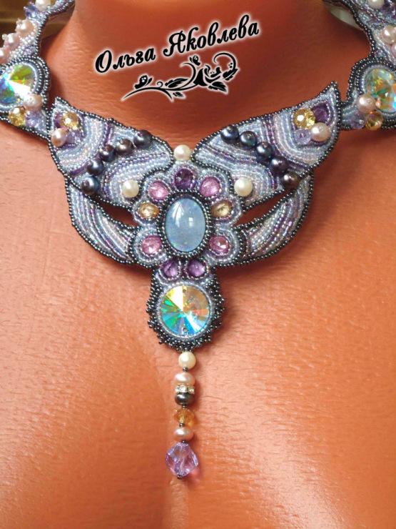 Авторский дизайнерские украшения из бисера и натуральных камней.