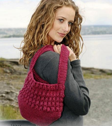 Новая вязанная. женская сумка. вязаные сумки с цветами и схемой вязания.