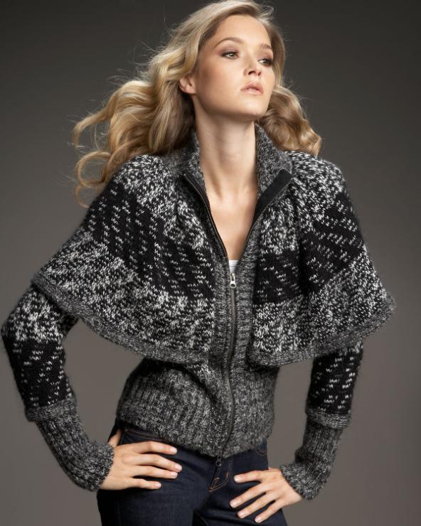 Тем не менее, вязаная спицами женская куртка может быть сделана с творческим подходом - вязаные помпоны и необычные