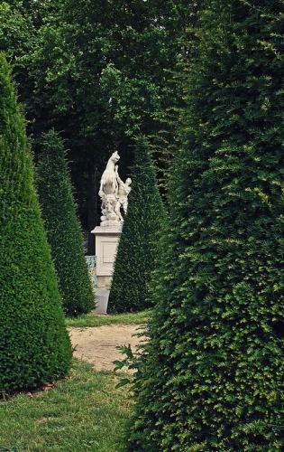Франция, окрестности Парижа. Марли-ле-Руа. Аллея в парке.
