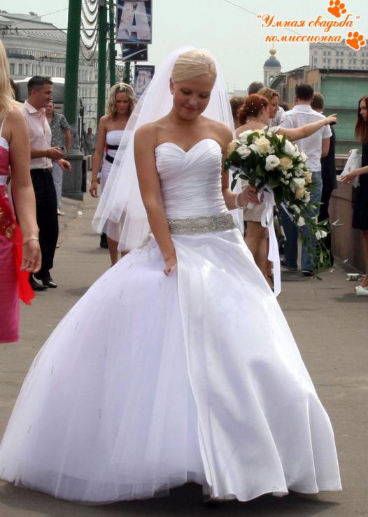 Красивое, пышное свадебное платье б/у., 2010 года.