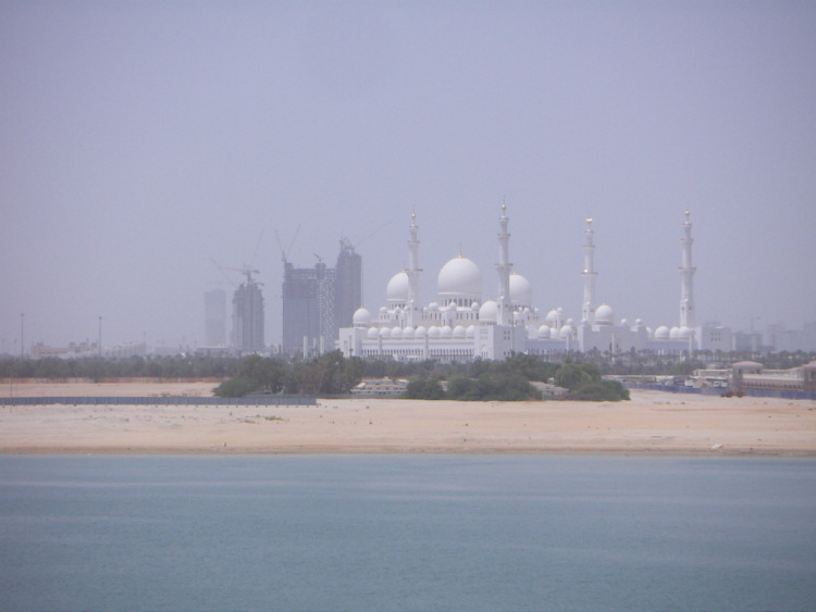 Арабские Эмираты сохраняют старые традиции и создают новые.